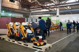 Выставка продукции в заводском цеху